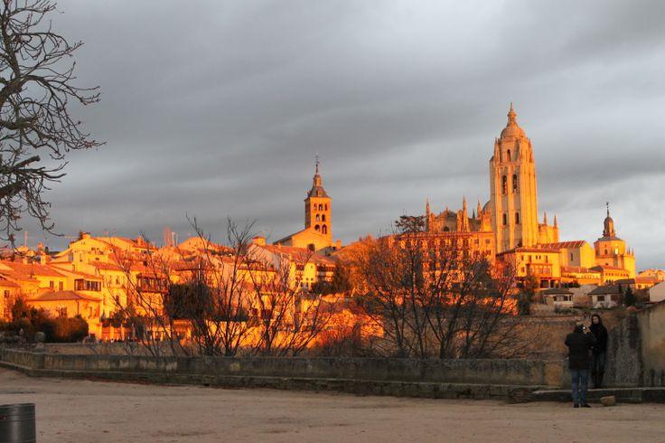 La luz del ocaso sobre Segovia