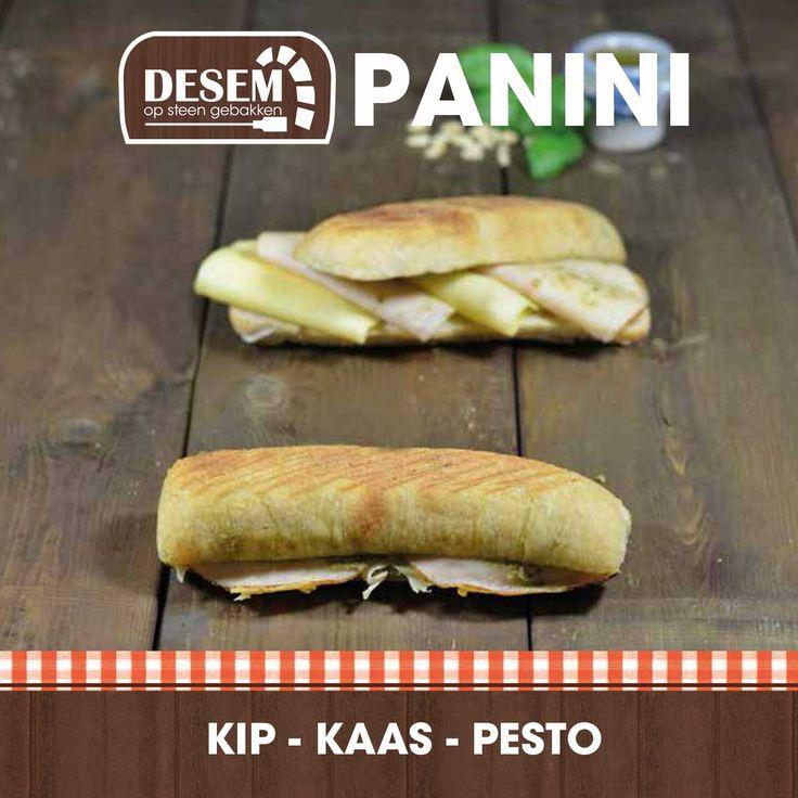 Desem-panini kip-kaas-pesto. Vers van de grill bij Meesterbakker Voskamp.