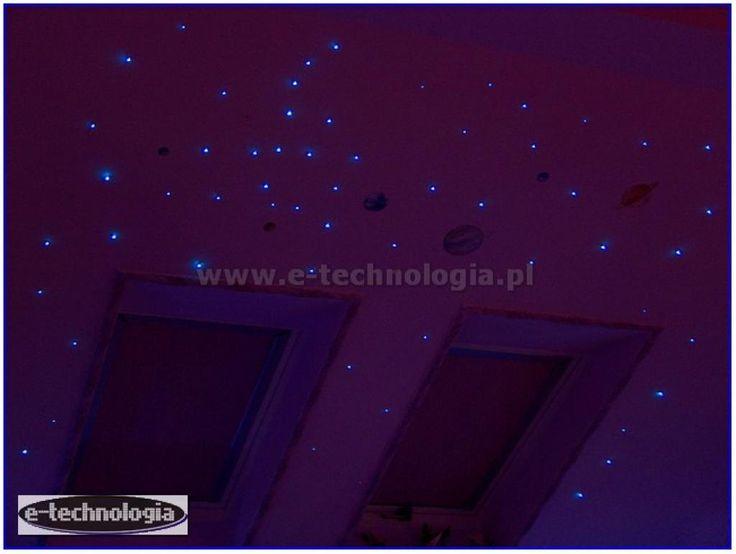 gwiezdne niebo nad łóżkiem - gwiezdne niebo do nowoczesnej sypialni - gwiezdne niebo mała sypialnia e-technologia
