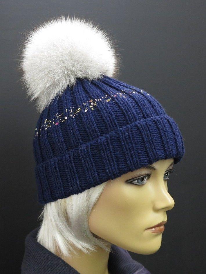 tmavě modrá ručně pletená zimní čepice z merino vlny a s bambulí z pravé kožešiny #cepice#prava#kozesina#modra#bila