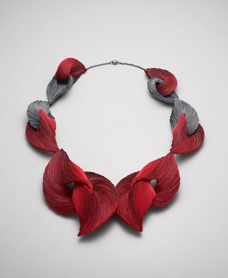 Yong Joo Kim. Necklace: Transitions in Red XII, 2016. Hook-and-loop fastener, thread, sterling silver. 22 x 24 x 4 cm. Photo by: Studio Munch.
