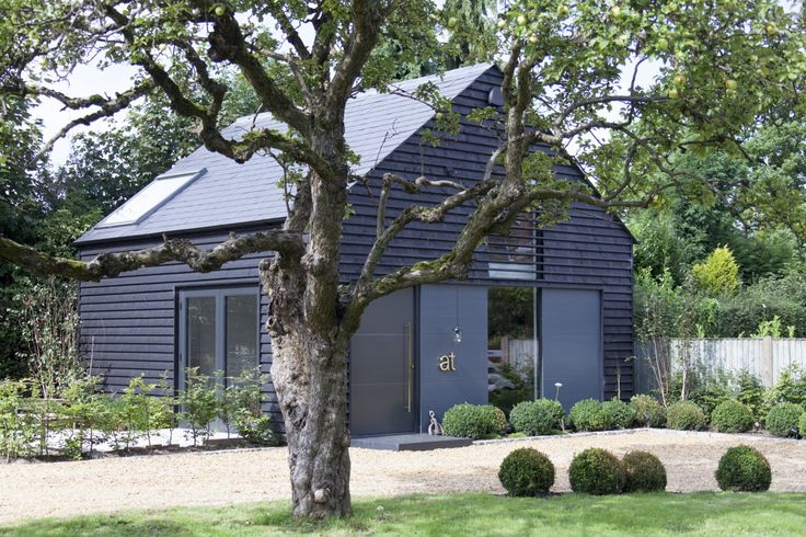 Annabelle Tugby Architects New Studio Is Designed With An Original Approach To Working It Has An Extra Large Desk House Exterior Modern Roofing House Siding