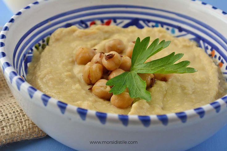 Una ricetta etnica collaudatissima per la crema di ceci più famosa al mondo: l'hummus. Icona culinaria del Medioriente perfetta per un antipasto sfizioso o come piatto unico light