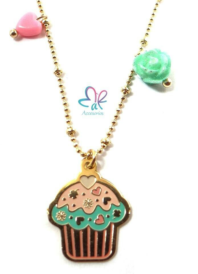 Mar Accesorios ♥ collar dulce cupcake oro golfield #accesorios #accessories #aretes #earrings #collares #necklaces #pulseras #bracelets #bisuteria #jewelry #colombia #moda #fashion