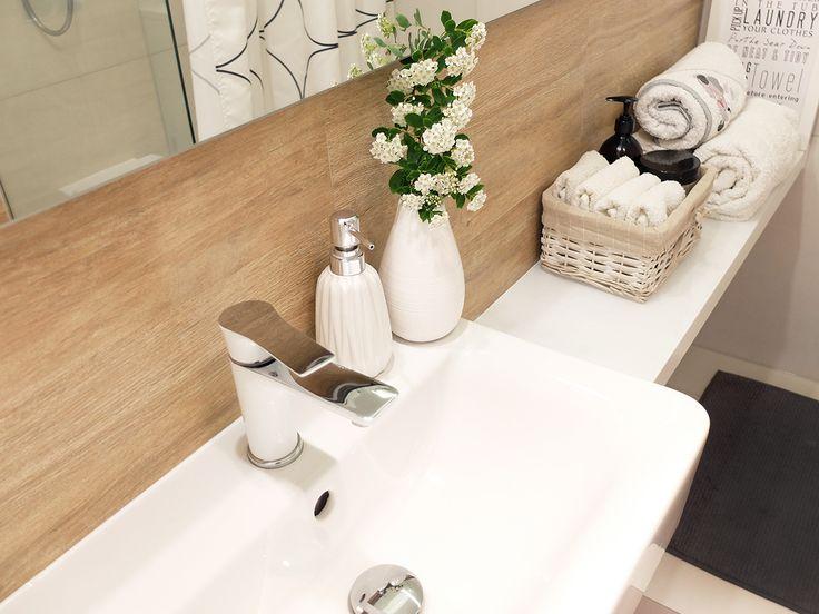 Organizacja i przechowywanie w łazience. Ręczniki, kosmetyki i papier. - Niebałaganka