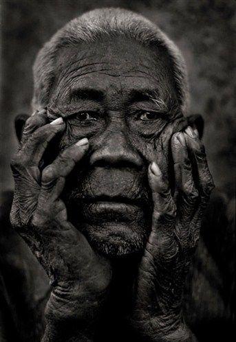 """Porträt eines alten Mannes aus """"Travel""""; Copyright: Andreas H. Bitesnich"""