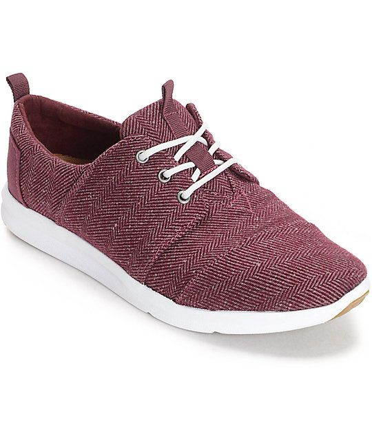 A great shoe to compliment your wardrobe, the Toms Del Rey Herringbone Burgundy…