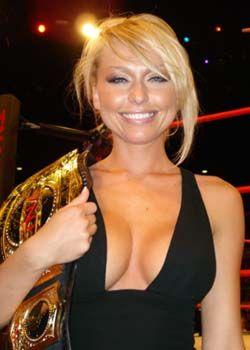 CANOE -- SLAM! Sports: ng - WWE, TNA lose ladies
