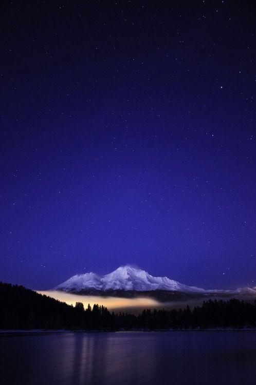 о-США: Гора Шаста - Калифорния - США (фон Эрик Лесли)