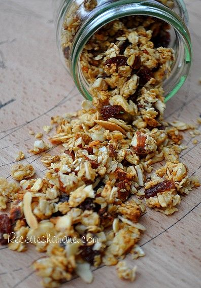 Pour faire le plein d'énergie et de vitalité, rien de tel qu'un bon granola croustillant fait maison, avec ses fruits secs et oléagineux qui au-delà de leurs qualités gustatives, sont très riches en vitamines et minéraux… Pour un grand pot de muesli ou...