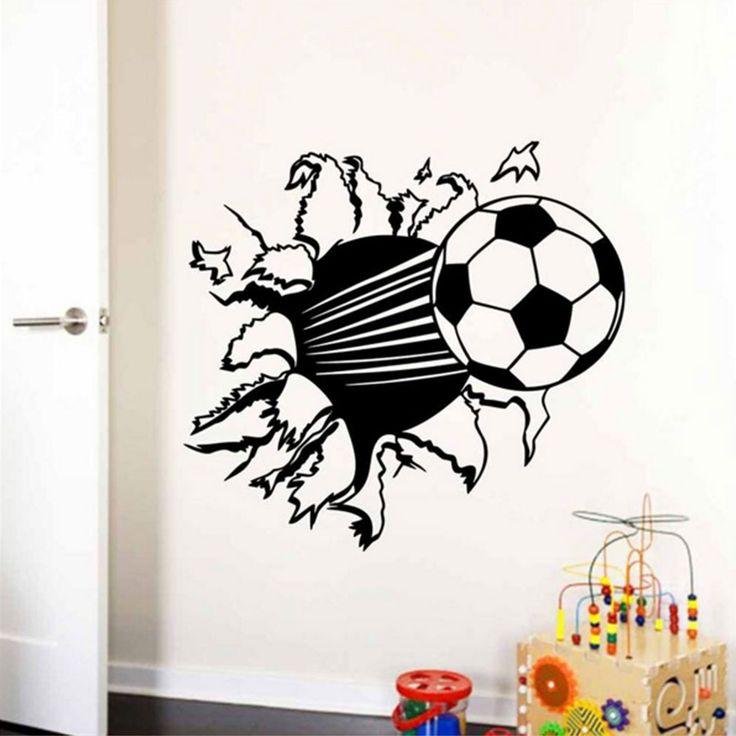 De voetballen vliegen je om de oren!Met dezeprachtige decoratie voetbal sticker lijkt het net of de voetbal uit door je muur wordt geschoten. Voor de echte voetbal liefhebbers, geschikt voor jongens en meisjeskamers. Plak de voetbal altijd op een vlakke, schone en droge muur. Heb je onlangs je muur geverfd? Laat deze dan minimaal 5 …