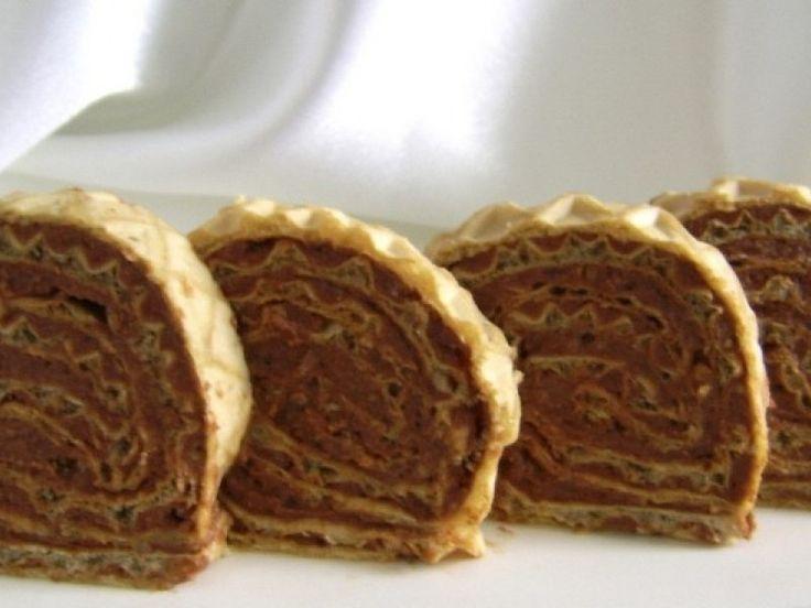 Rulada cu foi de napolitana si biscuiti - Culinar.ro