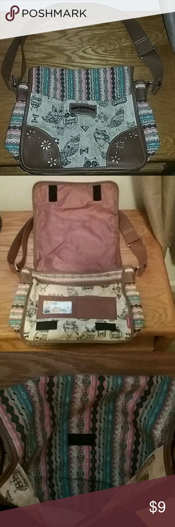 Union Bay crossbody purse Santa fe style . Plenty of pockets to put everything you need for the day. Clear ID holder 3 credit card pockets. Roomy front pocket w velcro flap. Cell phone pocket, zipper pocket inside main part. Really cute bag UNIONBAY Bags Crossbody Bags