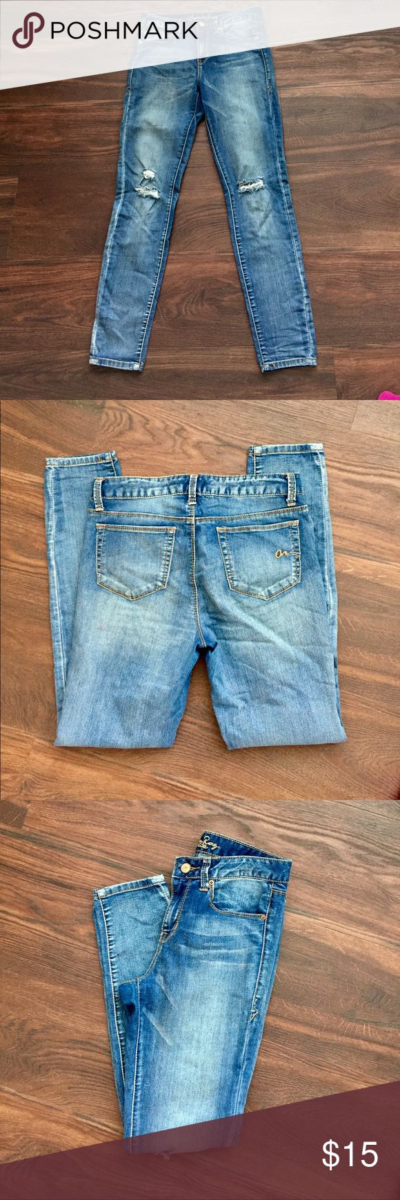 Skinny Jeans Super stretch jeans. They fit high waisted. Really comfortable jeans!! American Rag Jeans Skinny