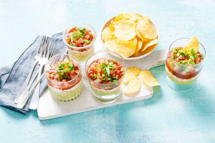 Eet je je tortillachips met guacamole, salsa of crème fraîche? Met deze verrassingsdip proef je ze allemaal! - Recept - Allerhande