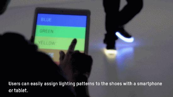 """Tenían que ser los japoneses… El estudio de diseño No New Folk presentó su modelo de calzado inteligente """"Orphe"""". http://www.podiomx.com/2015/04/tenian-que-ser-los-japoneses.html"""