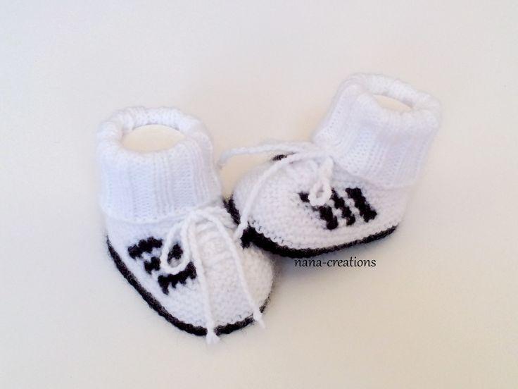 Chaussons bébé forme baskets montantes à lacets tricotés en laine, blanc et noir, naissance à 3 mois@nana-creations. : Mode Bébé par nana-creations
