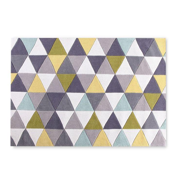 Tappeto in fibra acrilica.     Decorazione geometrica.     Stampa colorita.     Tessuto morbido da 1,3 cm di spessore.     Un tocco distintivo ed elegante per i tuoi pavimenti.     Ideale per salotto o ufficio.  Il Tappeto NUANCESoffre una soluzione pratica e con stile per dotare di un tocco unico qualsiasi stanza. Una composizione intelligente di figure geometriche e colori, che produce un´immagine molto attrattiva. Il suo dinamismo visuale non dimentica l´eleganza, curando le proporzi...