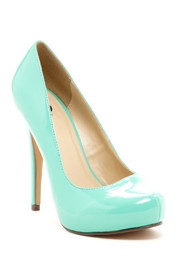 Mint Pumps / Michael Antonio