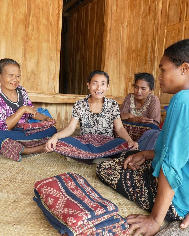 Meeting with some of our Rai Jua weaving partners.