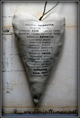 Pellavasydän tekstillä, sisällä kuivattua laventelia. Uudelleentäytettävä. www.minttumaa.net