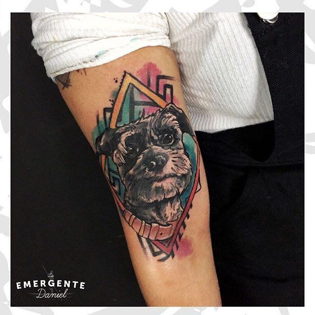 Uno de los tatuajes que más nos han gustado en las últimas semanas realizado por @danielacostaleon esperamos les guste feliz almuerzo #watercolortattoo #tatuajescolombia #tatuajesbogota #colortattoo #laemergentecol #dogtattoo #pettattoo