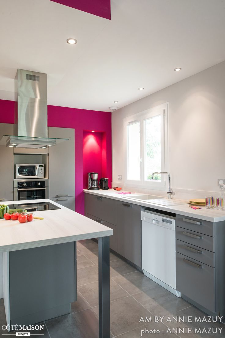 33 best galley kitchen designs layouts images on pinterest for Cuisine grise et blanche