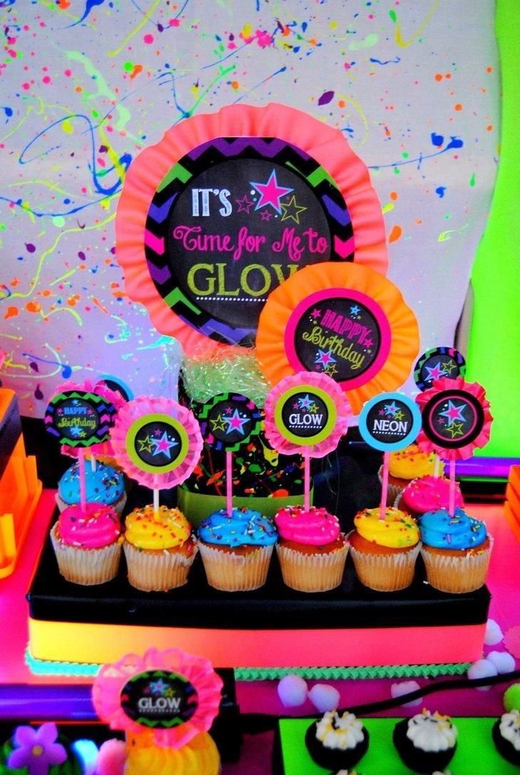 Festa neon 60 dekorationsideen und themenbilder dekoration pinterest - 80er party dekoration ...