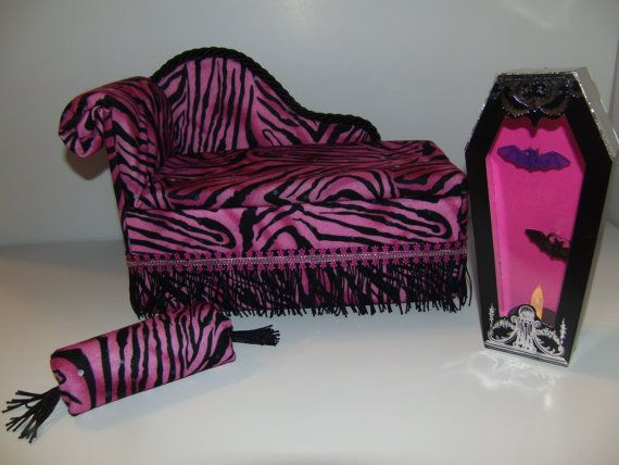 meubles pour monster high poup es chaise la main lit de salon pour draculaura avec oreiller. Black Bedroom Furniture Sets. Home Design Ideas