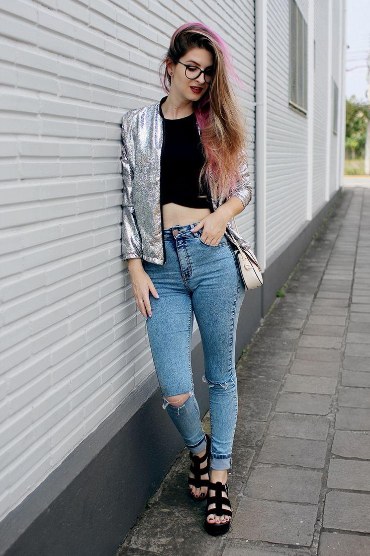 Meninices da Vida: Look: Jaqueta Holográfica, jeans rasgado e sandália com sola tratorada.