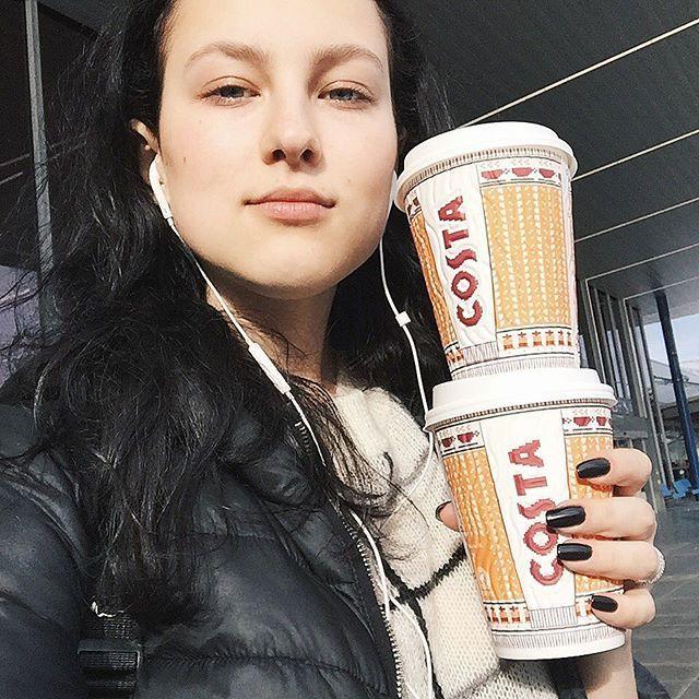 Вот такие #nomakeup утренние встречашки в аэропорту ☕️✨ #belarussiangirl #vsco2016 #praha2016 #prague #belarussian #modeling #girlmodels #vscoprague #vscobelarus #vscominsk #vscopraha #praguenow #fashioninsta #makeuplook #nomakeupselfie #costacoffee #minsktopgirls #brunettehair #blackhair #airportfashion #lights