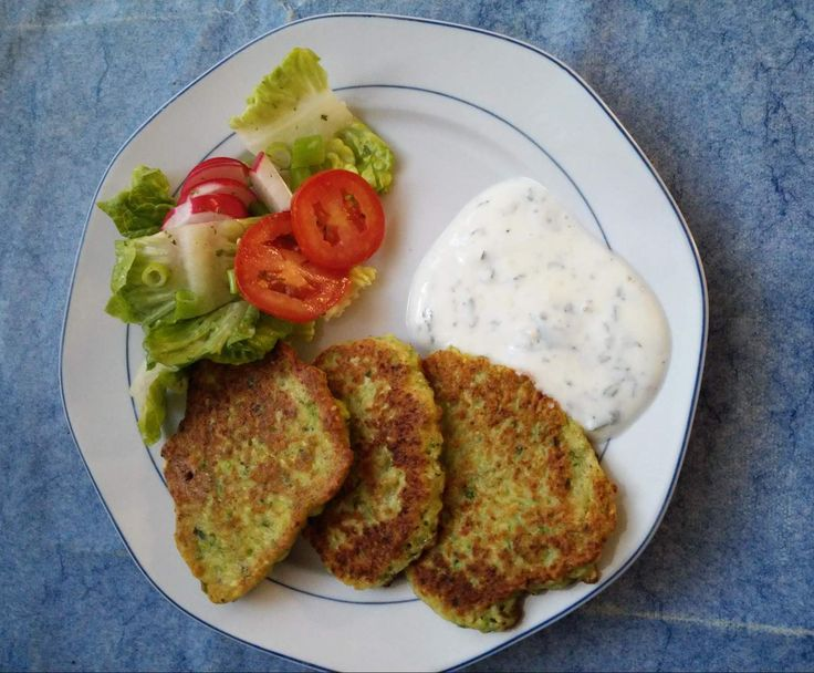 Zucchini-Puffer mit Minzjoghurt von Kathrin J auf www.rezeptwelt.de, der Thermomix ® Community