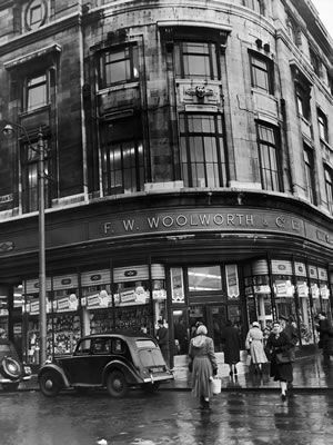 F W Woolworth store on the corner of Oldham Street and Piccadilly, Manchester, Greater Manchester. 29th November 1956