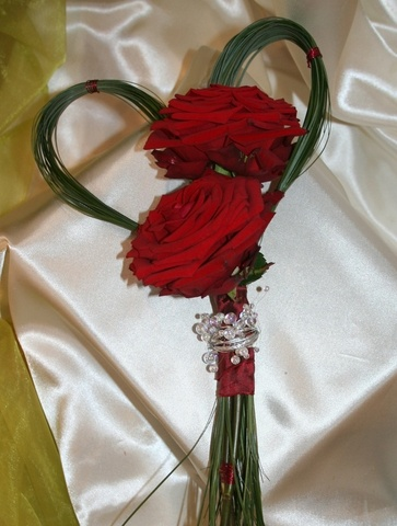 Bouquet e addobbi floreali con rose rosse. Decorazioni Valflor Bouquet