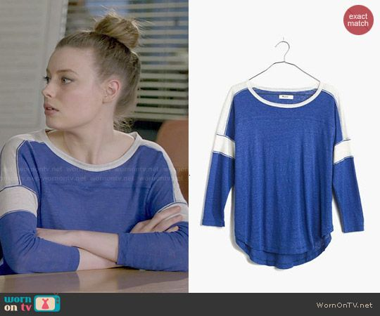 Britta's blue and white tee on Community.  Outfit Details: http://wornontv.net/47934/ #Community