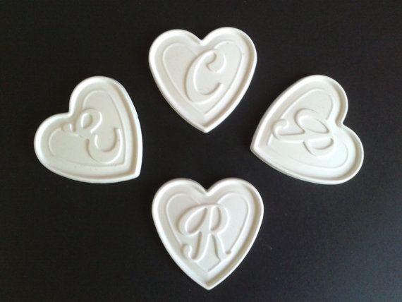 Guarda questo articolo nel mio negozio Etsy https://www.etsy.com/it/listing/268362910/cuore-con-lettera-in-polvere-di-ceramica