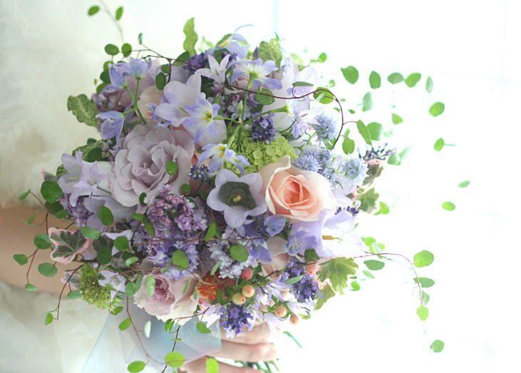 ラベンダーカラーの中のラベンダーのブーケ ヴィラ・フェリーチェさまへ : 一会 ウエディングの花