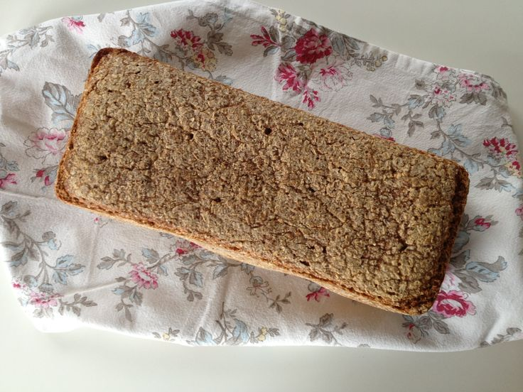 Dette rugbrød bager min mor altid. Rugbrødet består af 70 % rugkerner og der bruges kun rugmel, hvilket giver brødet en dyb og dejlig smag af rug. Det kræver lidt planlægning, men når surdejen er i…