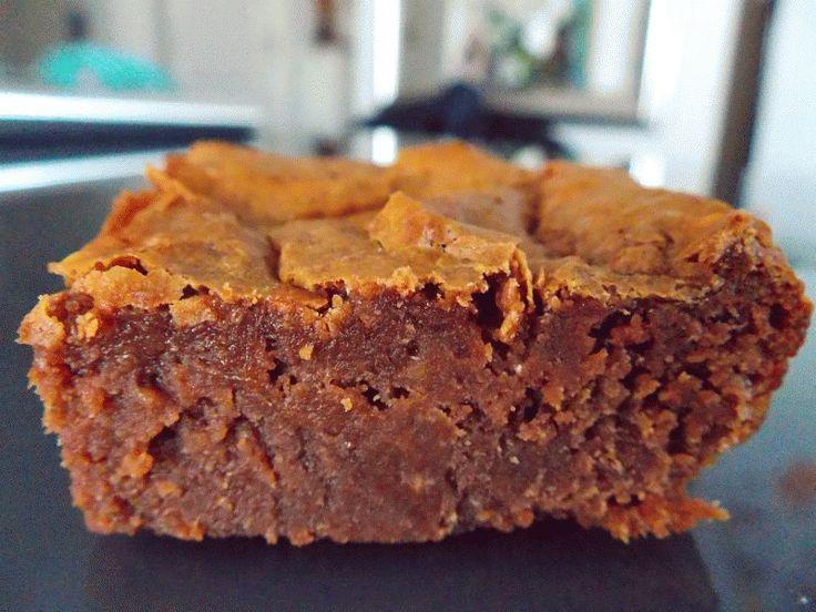 Voilà un délicieux brownie fondant; riche en chocolat et sans gras. - Recette Dessert : Brownie au chocolat sans beurre sans gras par GateauGaga