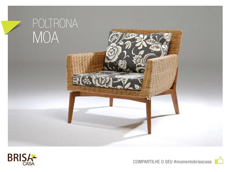 A poltrona Moa é uma peça indispensável para quem gosta de um visual natural. Com pés em madeira Jequitibá, estrutura em alumínio revestido com fibra natural e almofadas soltas, ela é um convite para relaxar! #momentobrisacasa