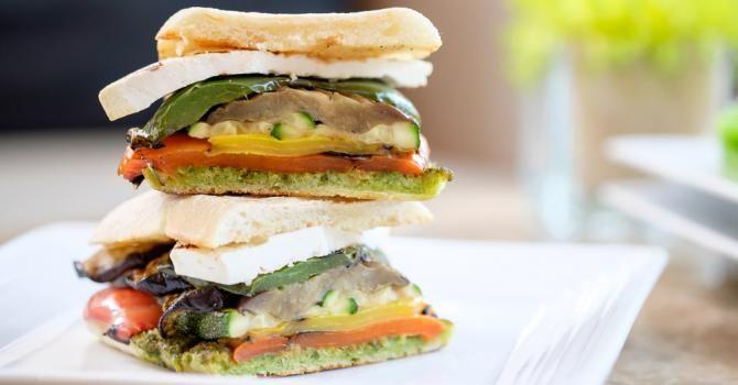 Panini diététique au saumon fumé et légumes grillés : http://www.fourchette-et-bikini.fr/recettes/recettes-minceur/panini-dietetique-au-saumon-fume-et-legumes-grilles.html