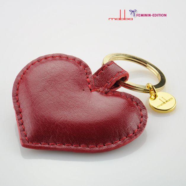 http://de.dawanda.com/product/48967326-Schluesselanhaenger-Leder-Das-Herz-rot