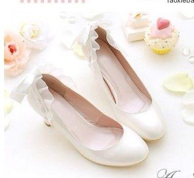 Bílé svatební boty s nízkým podpatkem 199Kč