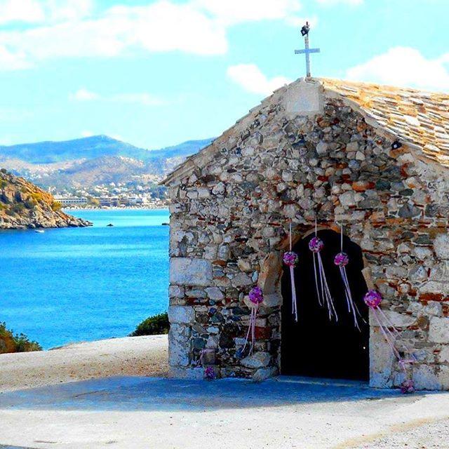 Simple as that  #rosetta #rosettaflowers #rosettaeventi #myflowers #nature #beach #greece #greekwedding #sea #vsco #natgeo #church #bridal #wedding #decoration #instadaily #instamood #inspiration #weddinginspo #bridalflowers