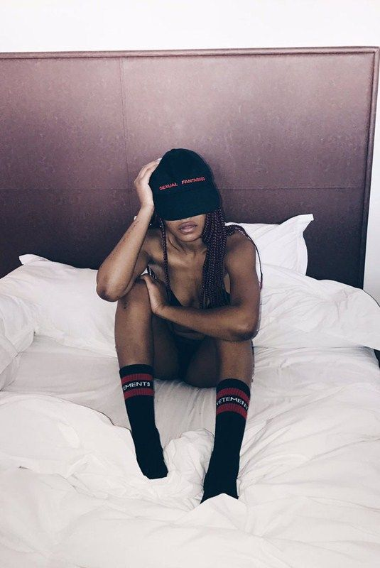 Η Keke Palmer με μαύρα εσώρουχα στο κρεβάτι | KANONI NET