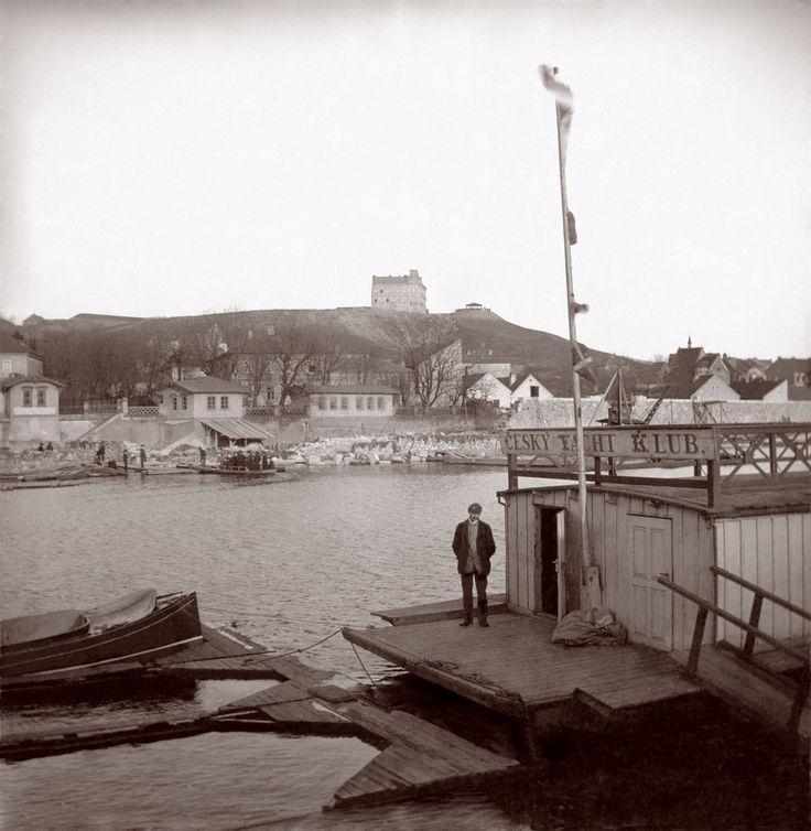 Český Yacht klub na snímku kolem roku 1896