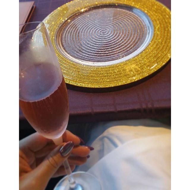 Instagram【eeerika_3jsb】さんの写真をピンしています。 《Champagne🍷✨✨ お皿キラキラかわいー💖✴✨ 遊園地の後🎠🎡Sunshine sky restaurant行ったよー😋🍴💕 急だったけど奥の席空いててluckyだった☺💖 #このあと3本🍷開けてしまいました🙊 #食欲の秋 #飲酒の秋ww #気を付けないとね😳笑 #dinner#sky#skyrestaurant#sunshinecity#sunshine60#ikebukuro#tokyo#champagne#wine#alcohol#view#nightview #ディナー#夕食#ごはん#スカイレストラ#サンシャイン60#夜景#景色#シャンパン#ワイン#お酒#飲酒タグラム#東京》