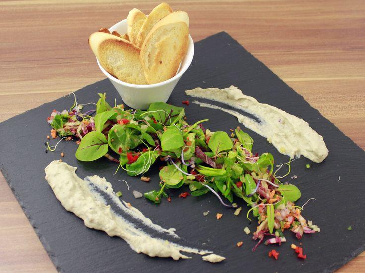 Padlizsánkrém friss salátával