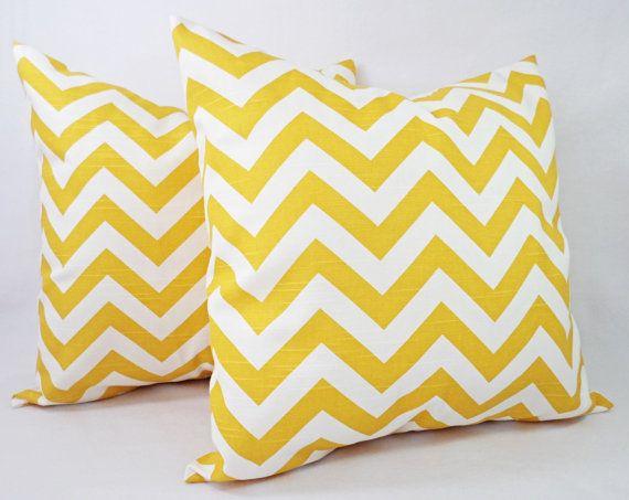 Lo strato giallo federe  cuscini decorativi  di CastawayCoveDecor