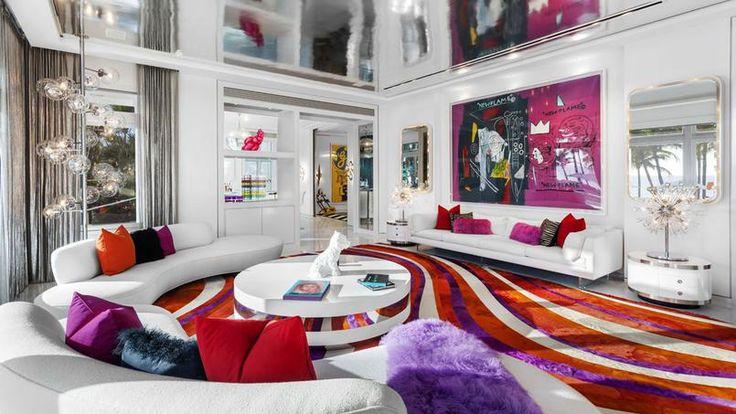 EN IMAGES - Attention les yeux et les porte-monnaie, la villa Pop Art du styliste américain Tommy Hilfiger à Miami est à vendre pour la bagatelle de 27,5 millions de dollars. Propriétaires de caméléons s'abstenir.